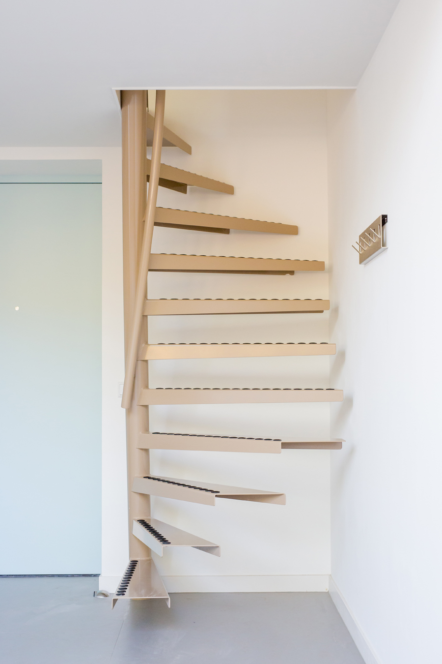 Una soluci n perfecta para la vida en espacios peque os for Escaleras modernas para espacios pequenos